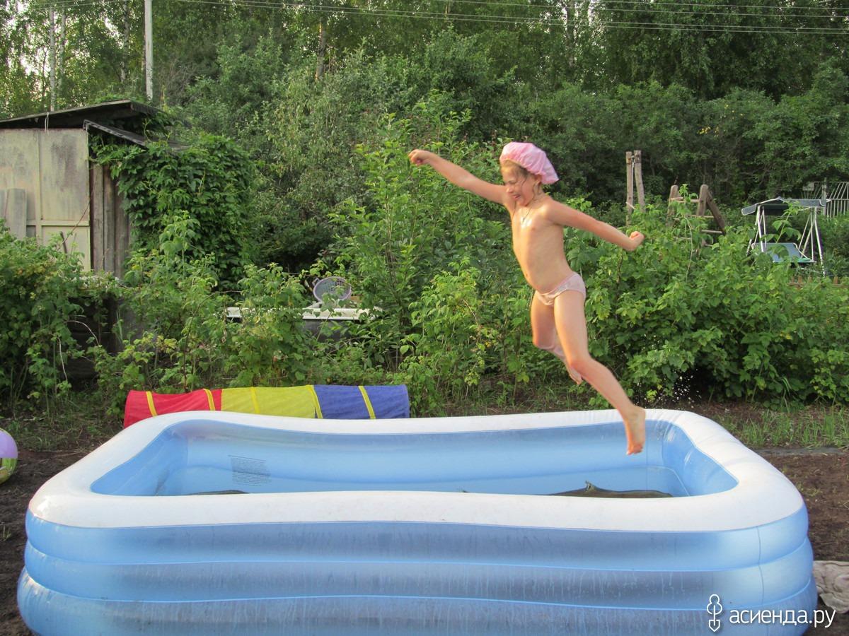 Толстушки голышом в бассейне 21 фотография