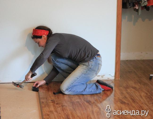 Как постелить ламинат своими руками на бетонный пол видео