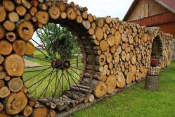 Где и как хранить дрова на даче?
