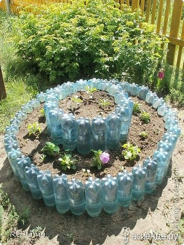 Ограждение для клумб из пластиковых бутылок фото
