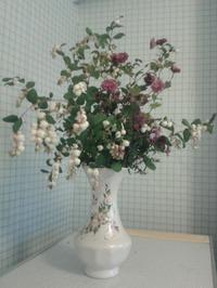 Снежник и хризантемы