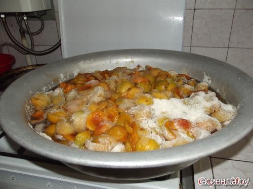 Сделать абрикосовое варенье на пироги