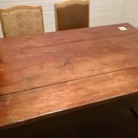 Стол, который служил еще моим предкам.