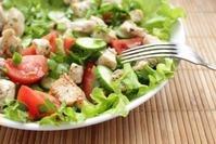 Салат из курицы и свежих овощей - быстрый ужин.