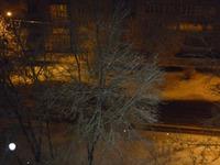На улице ночь, сыро, выпал снежок,0 градусов.