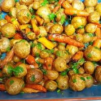 Запеченные картофель и морковь с гремолатой.