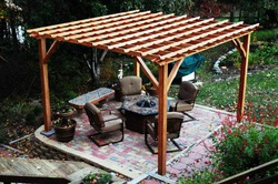 Деревянная пергола: как построить и задекорировать
