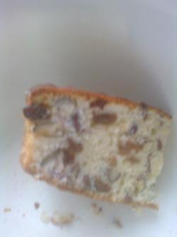 Кекс на кефире с орехами и изюмом