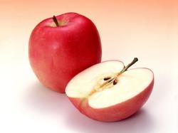 Почему полезно есть семена яблок?