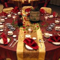 Новогодний стол для встречи года Петуха