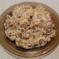 Куриные бедра с грибами в сметане (в мультиварке)