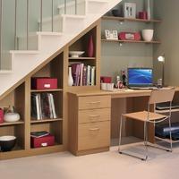 Оборудуем пространство под лестницей