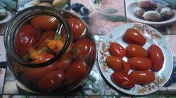 А мне помидоры с бархотками понравились