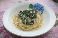 Спагетти с брокколи и ветчиной.