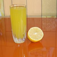 Апельсиновый напиток в жару.
