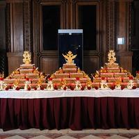 Подарок историческому музею - 145 золотых тортов