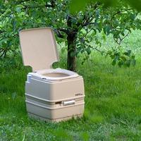 Туалеты для дачи с «химией» или биоматериалами?