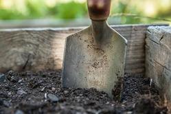 Готовь сани летом, а почву для теплицы – осенью