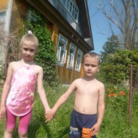 С внуками на даче, первое лето.