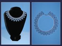 Ожерелье из бисера цвета неба.