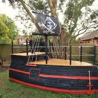 Игровой домик в виде пиратского корабля.