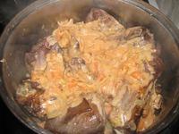 Оленьи ребра в луковом соусе