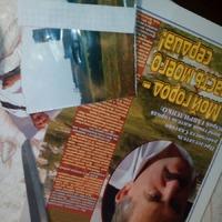 Фото с этапами работы по декупажу из кусков журнала.