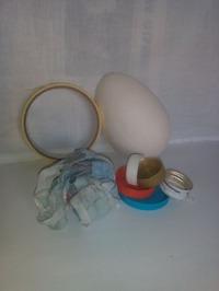 Из чего сделано пасхальное яйцо и стойка.