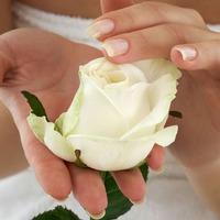 Как устранить трещины на коже рук?