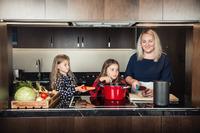 Следим за кулинарными трендами с Алисой и умной колонкой LG XBOOM