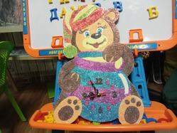 """Занятия творчеством. Настенные часы из глиттера """"Медвежонок""""."""