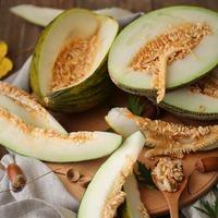 Стоит ли выбрасывать семена дыни?