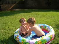 Устанавливаем надувной бассейн на своей даче