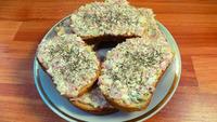Острые бутерброды с соленым огурцом и яйцами