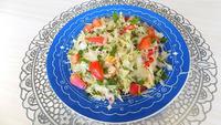 Простой салат из свежей капусты с огурцами, помидорами и редисом